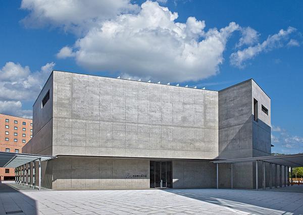 秋田県立美術館 image