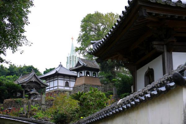 寺院と教会の見える風景 image