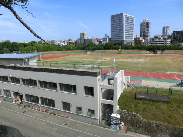 헤이와다이 육상 경기장 image