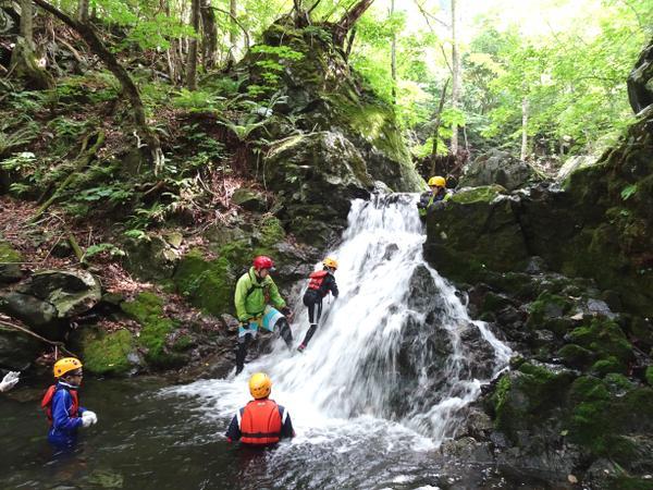 内間木渓流シャワークライミング image