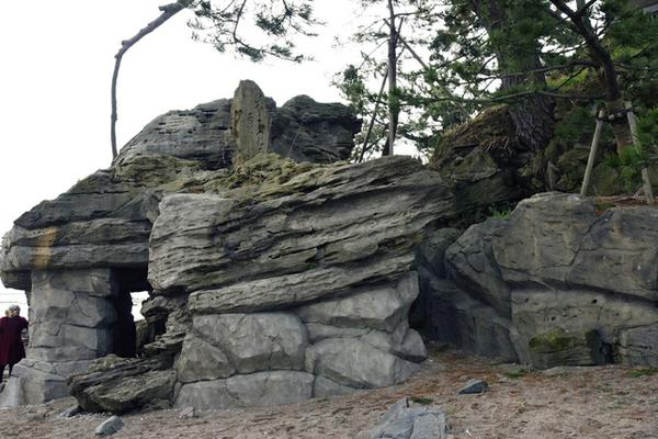 義経岩 image