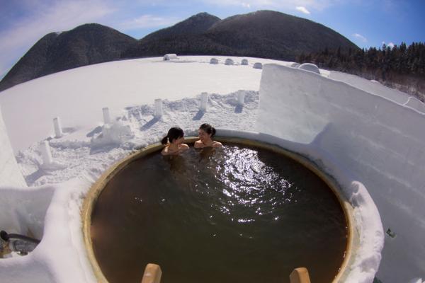 บ่อน้ำร้อนเอาต์ดอร์กลางน้ำแข็งแห่งชิการิเบ็ตสึโกะ-โคตัน image
