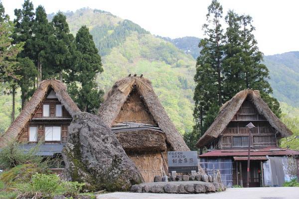 หมู่บ้านหลังคาทรงพนมมือไอโนะกุระ image