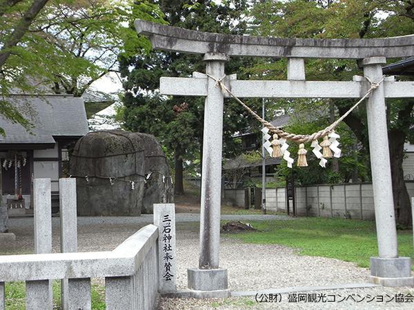 三ツ石神社 image