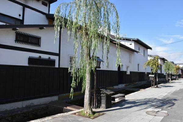 瀬戸川と白壁土蔵街 image