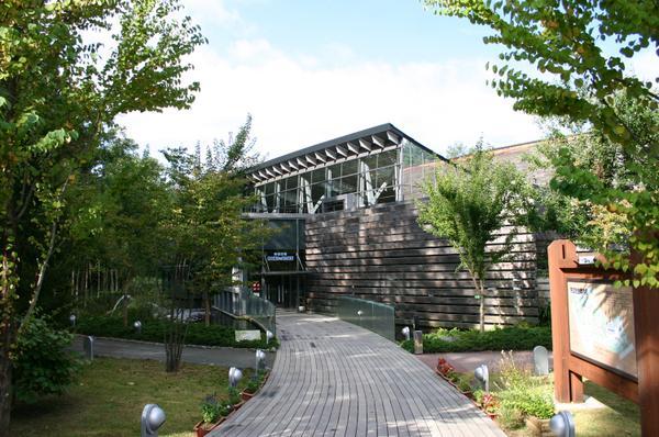 森の中の水族館。山梨県立富士湧水の里水族館 image