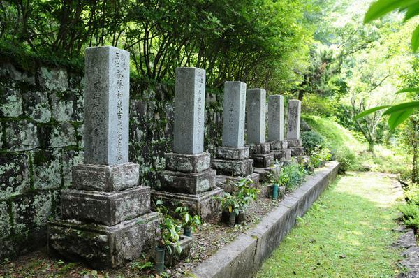 六志士の墓 image